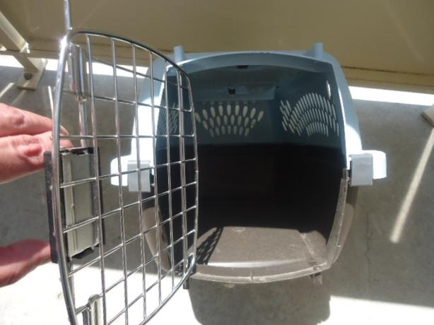 Small Portable Pet Carrier Kennel by PETMATE Pet Taxi - Like New