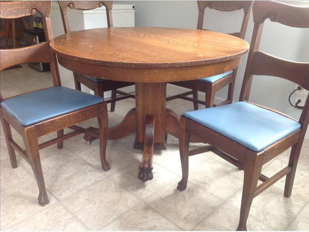 Table plus 6 chairs black creek courtenay comox for Table a manger plus 6 chaise