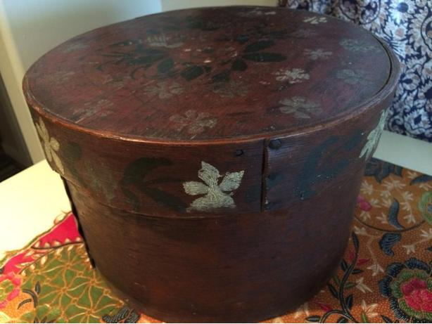 PRICE REDUCED - ANTIQUE WOODEN HAT BOX - SHAKER BOX