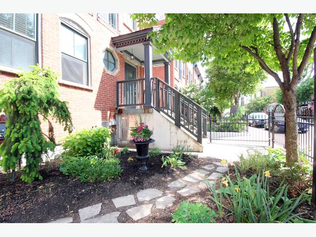Open House Sun, Oct 23rd from 2-4pm - 139 Guigues Avenue #2
