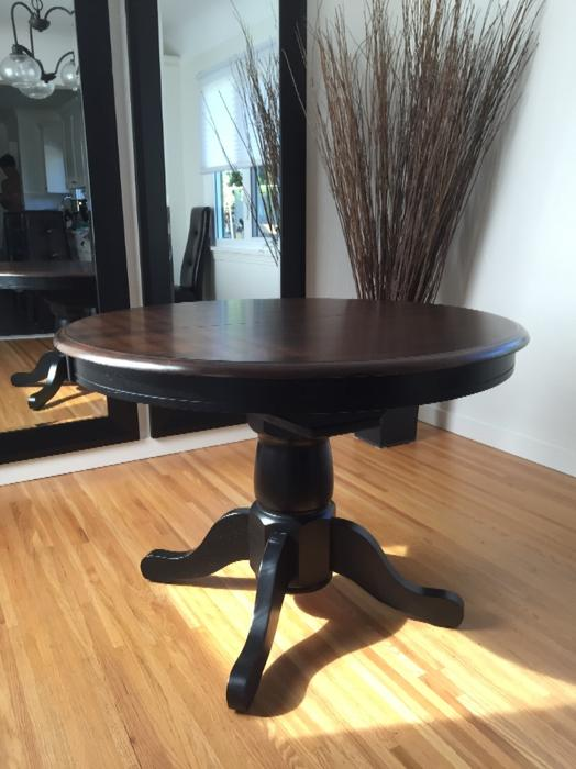 42 round caledon dining table with 15 leaf outside nanaimo nanaimo mobile. Black Bedroom Furniture Sets. Home Design Ideas