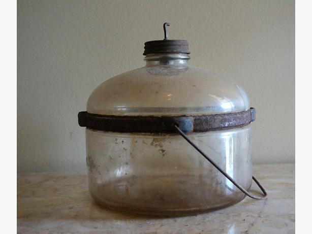 4u2c ANTIQUE STOVE KEROSCENE CONTAINER