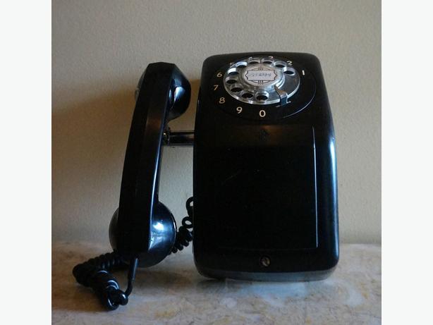 4U2C VINTAGE ROTARY WALL PHONE NO CORD