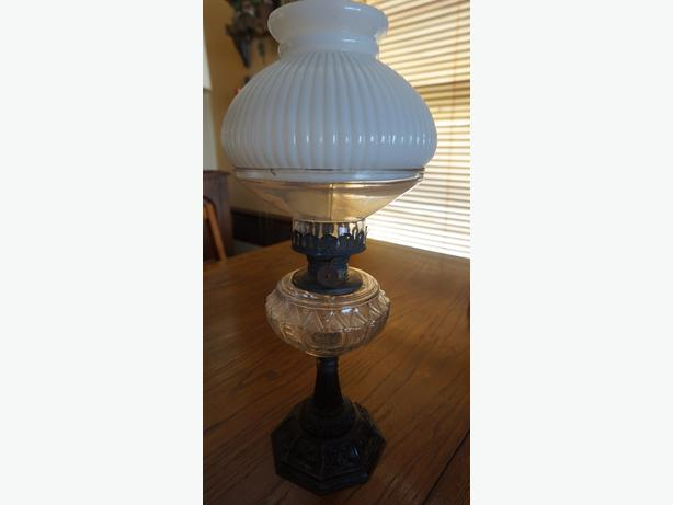 4U2C ANTIQUE OIL LAMP WITH DOUBLE DOME HURRICANE SHADE