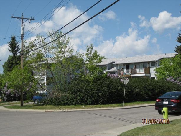Nice 2BR townhouse style apt - near Cda Olympic Park -Bowness
