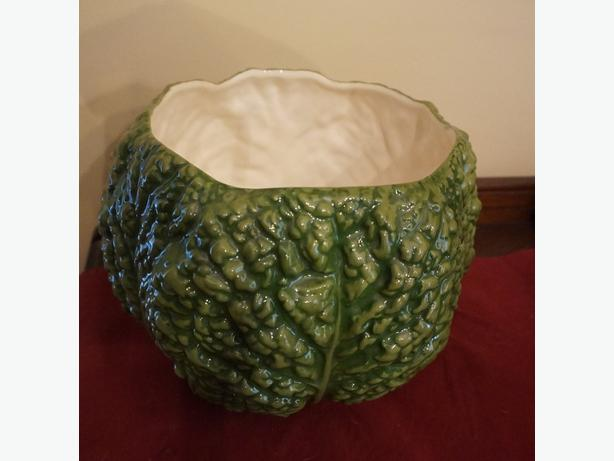 4U2C VINTAGE LARGE CABBAGE LEAF BOWL