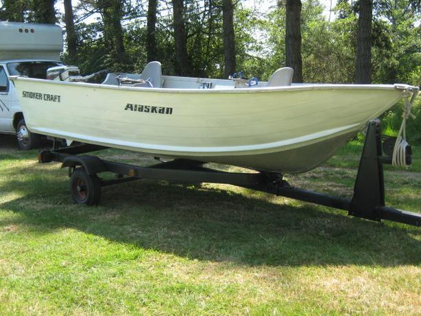 13 ft alaskan smoker craft alum boat motor and trailer for Smoker craft alaskan 15