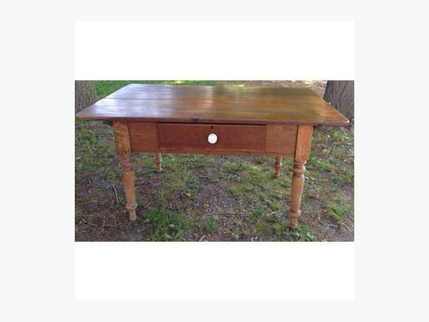 Antique Canadian Peg Table