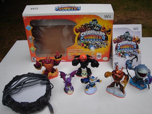 Wii Skylanders  (2 sets )