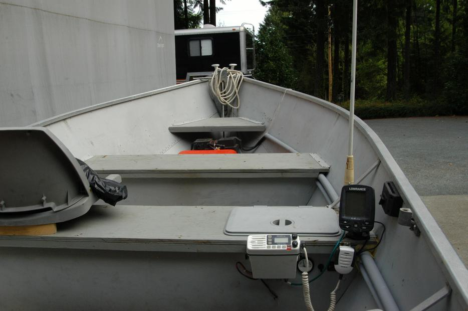 14 ft misty river with motor and trailer outside nanaimo for Boat lift motors near me