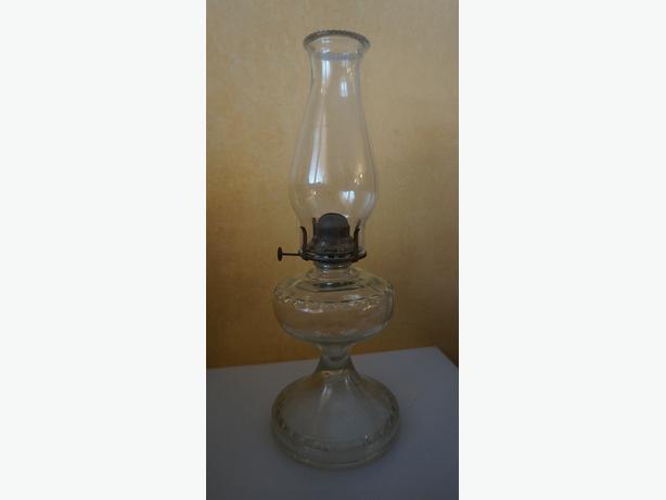 4U2C ANTIQUE OIL LAMP BLOWN GLASS AROUND BURNER