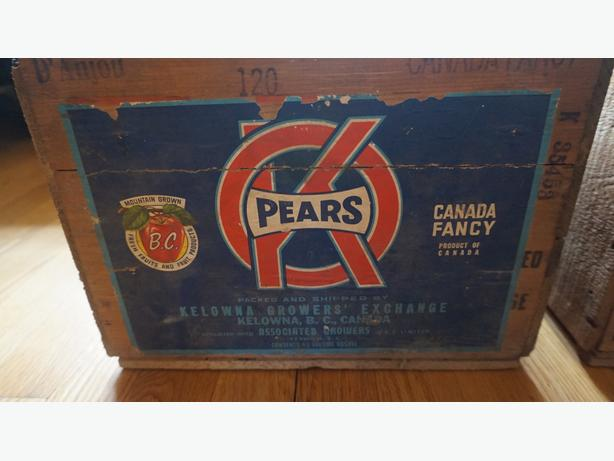 4U2C  VINTAGE WOOD PEAR FRUIT CRATE