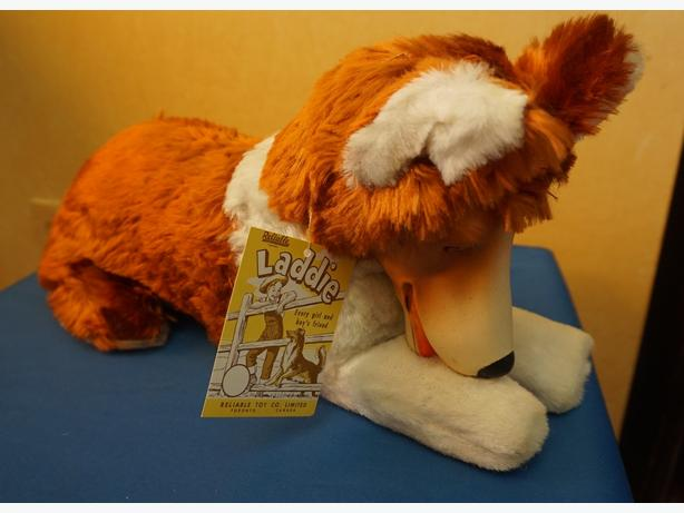 4U2C VINTAGE RELIABLE PLUSH LADDIE DOG
