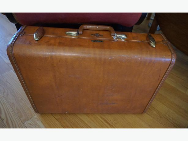 4U2C VINTAGE SAMSONITE SUITCASE AS IS