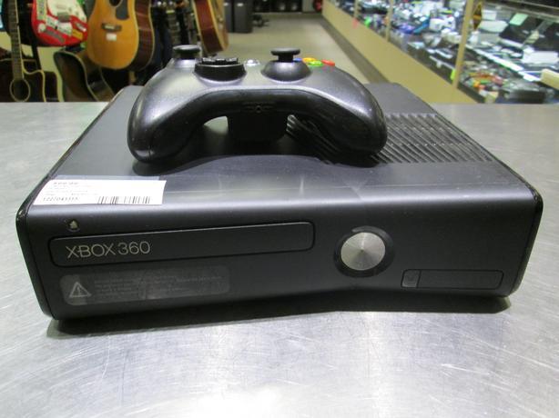 250GB XBOX 360 WITH CONTROLLER**MONEYMAXX**