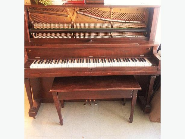 FREE: piano (annacis island)