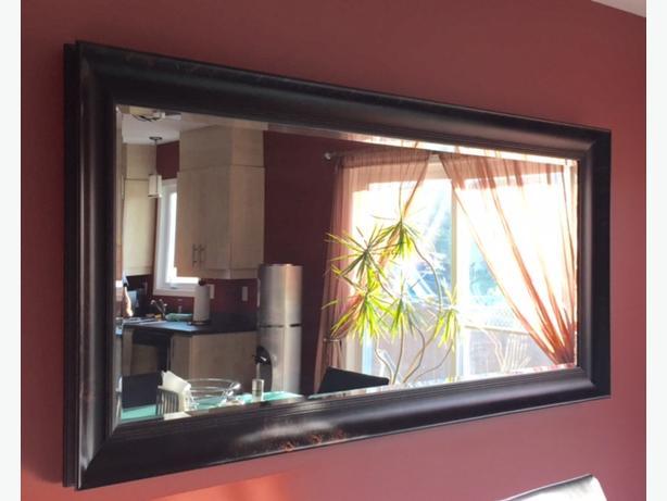 Mirror with massive frame miroir avec cadre massif for Cadre miroir