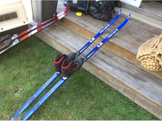 Fischer 205 Cross Country Ski with Salomon bindings - EXCELLENT CONDITION!