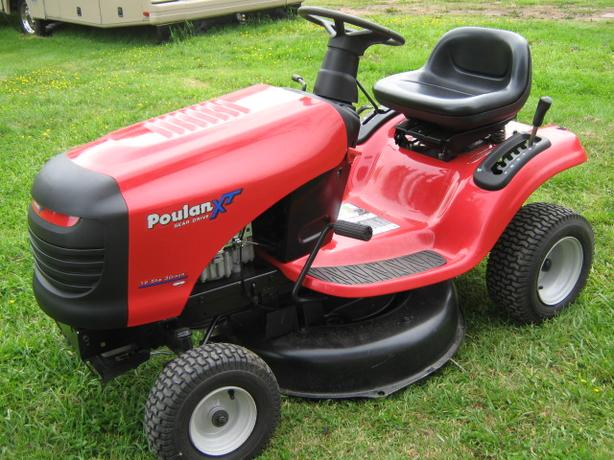 2010 Poulan Xt Lawn Tractor Mower Outside Cowichan Valley