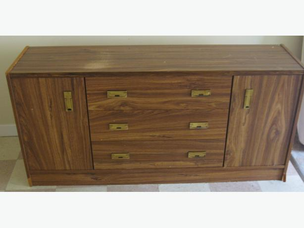 3 drawer Dresser With 2 side cupboards