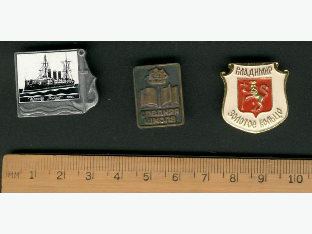 3 Pins Russia Ships