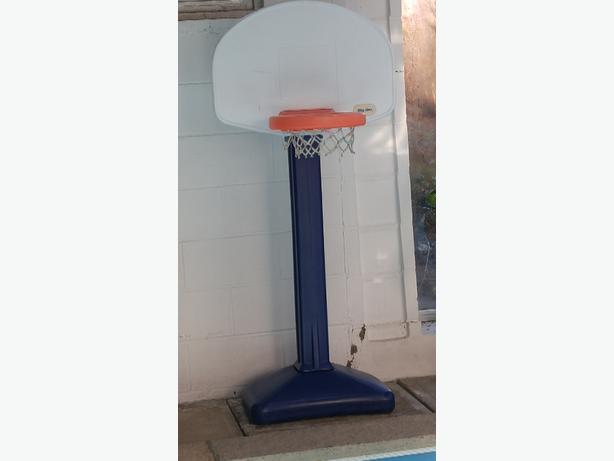 Kids pool basketball net
