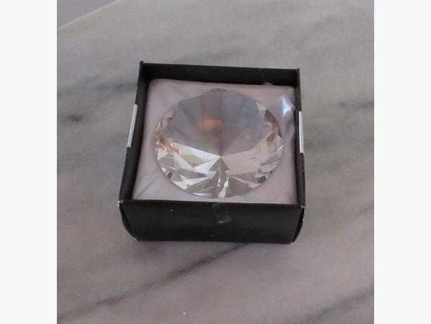NATHALIE & CO DIAMOND SHAPED PAPERWEIGHT