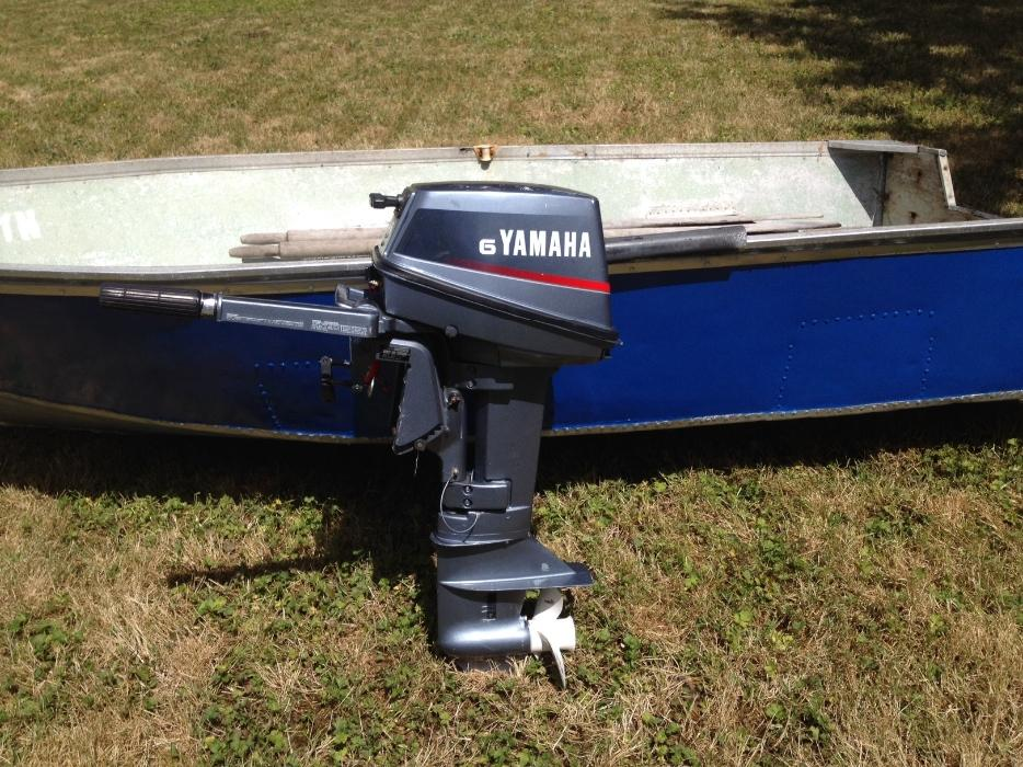 11 aluminum boat with yamaha 6hp 2 stroke victoria city for Yamaha 6hp outboard motor
