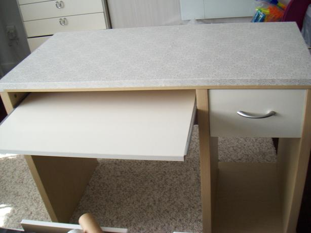 White ikea desk with shelves hutch saanich victoria for White desk with hutch ikea