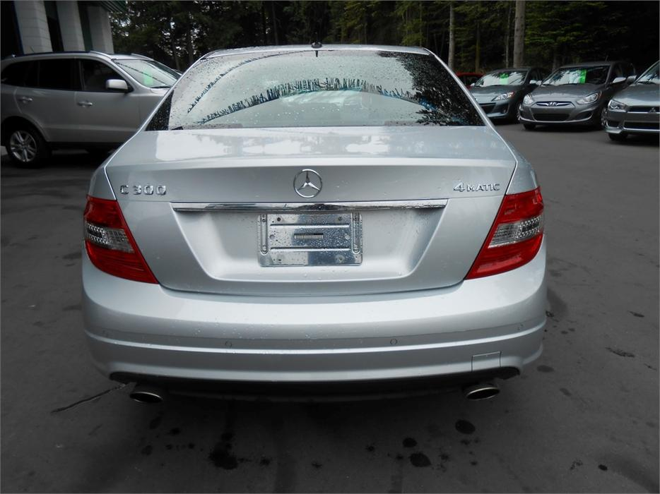 2011 mercedes benz c300 4matic outside cowichan valley for Mercedes benz c300 oil change cost