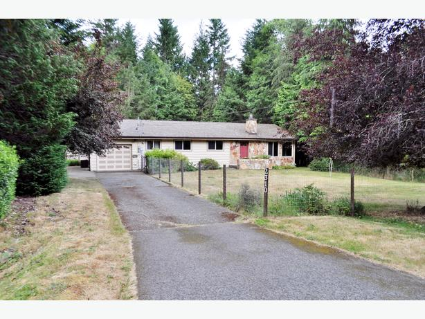 Spacious Shawnigan Beach Estates Rancher