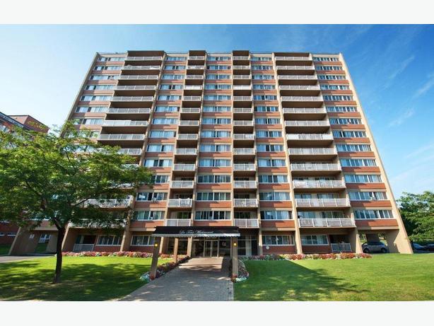 Bachelor Apartment in Central Côte Saint-Luc for Rent!