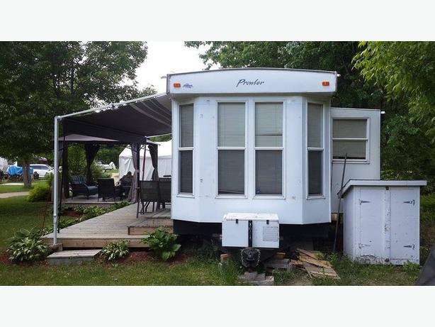 39 Feet Prowler Park Model Trailer Outside Ottawa Gatineau
