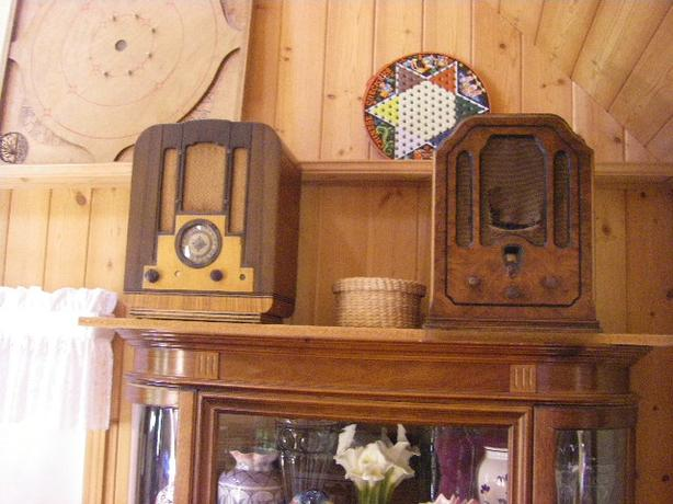 2 Antique Radios