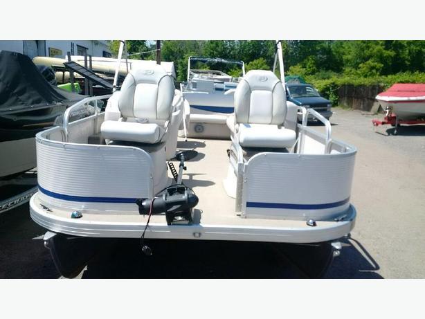 pontoon boat  princecraft sportfish 20