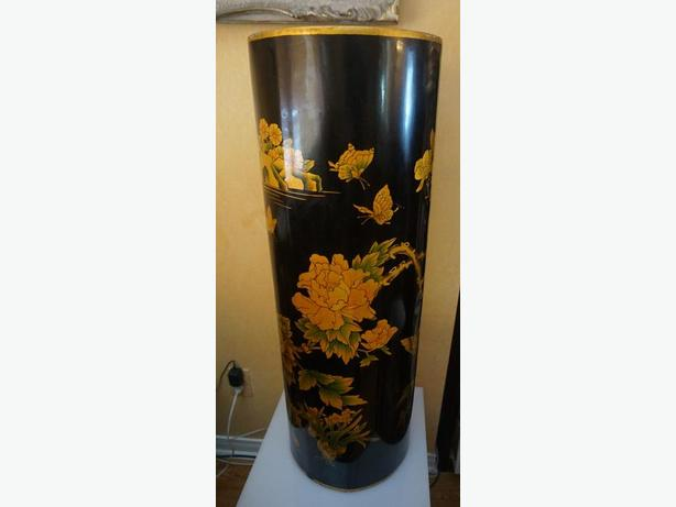 4U2C VINTAGE ASIAN BLACK AND GOLD LACQUERED PEDESTAL STAND