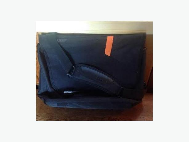 """EVERKI Track 15.6"""" Laptop Messenger Bag"""