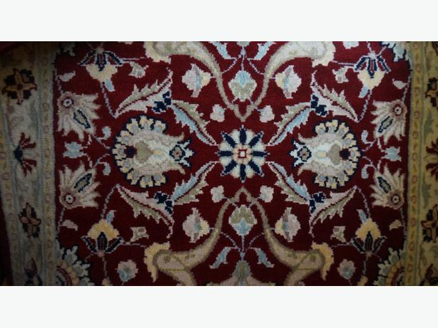 4u2c NEW NEVER USED HAND KNOTTED WOOL RUG 24 BY 27 INCHES