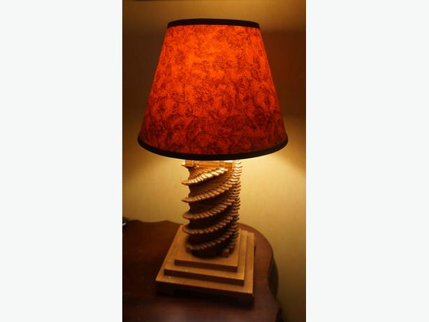 4U2C VINTAGE TRAMP ART WOOD LAMP 17 1/2 INCHES HIGH