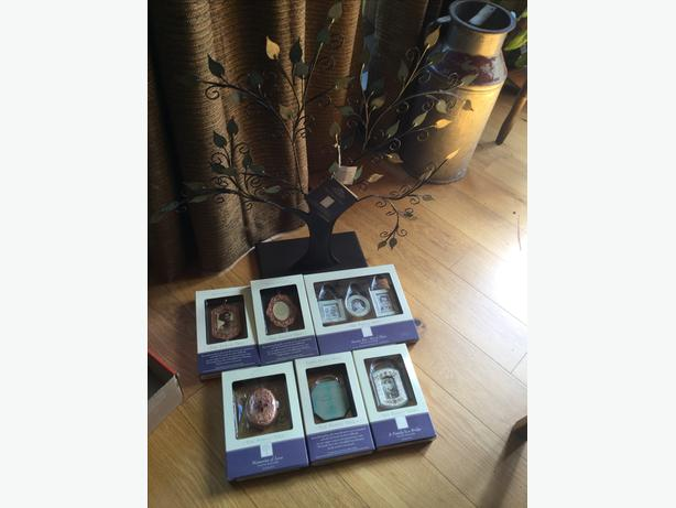 Hallmark Keepsake Tree and Frames - new in boxes