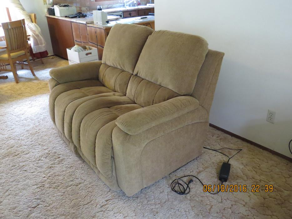 Lazy Boy Power Reclining Loveseat Campbell River Comox Valley