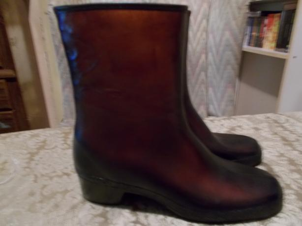 Kaufman Snowbelles Waterproof boots Size 8