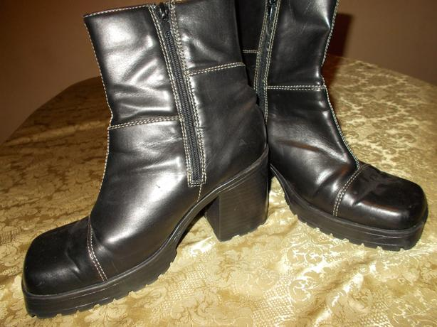 Black Heeled Boots Size 9