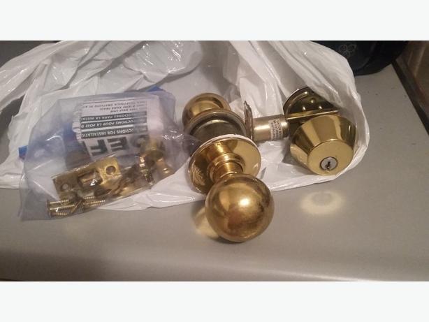 Deadbolt, doorknob, door jam and 3 keys
