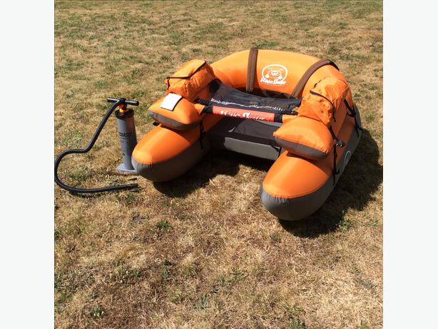 Pontoon boat / inflation pump / chest waders / fins