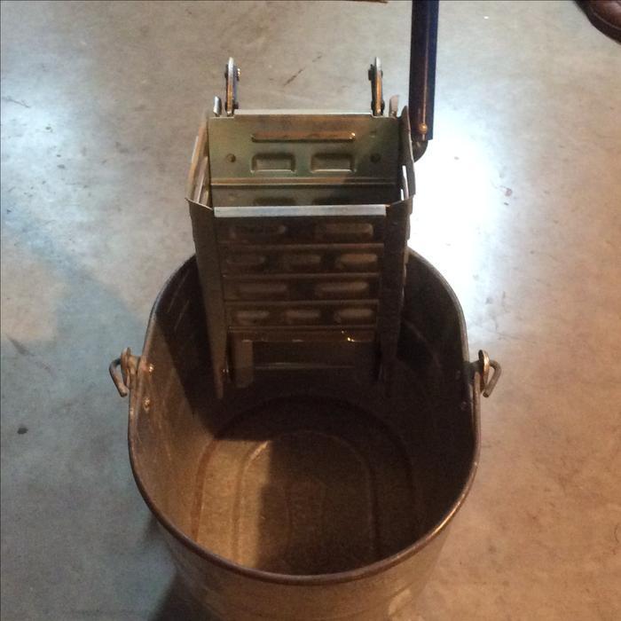 Heavy Duty Galvanized Steel Mop Bucket And Wringer Saanich
