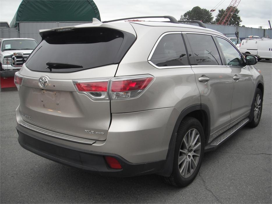 2015 toyota highlander xle 3rd row seating outside okanagan okanagan mobile. Black Bedroom Furniture Sets. Home Design Ideas