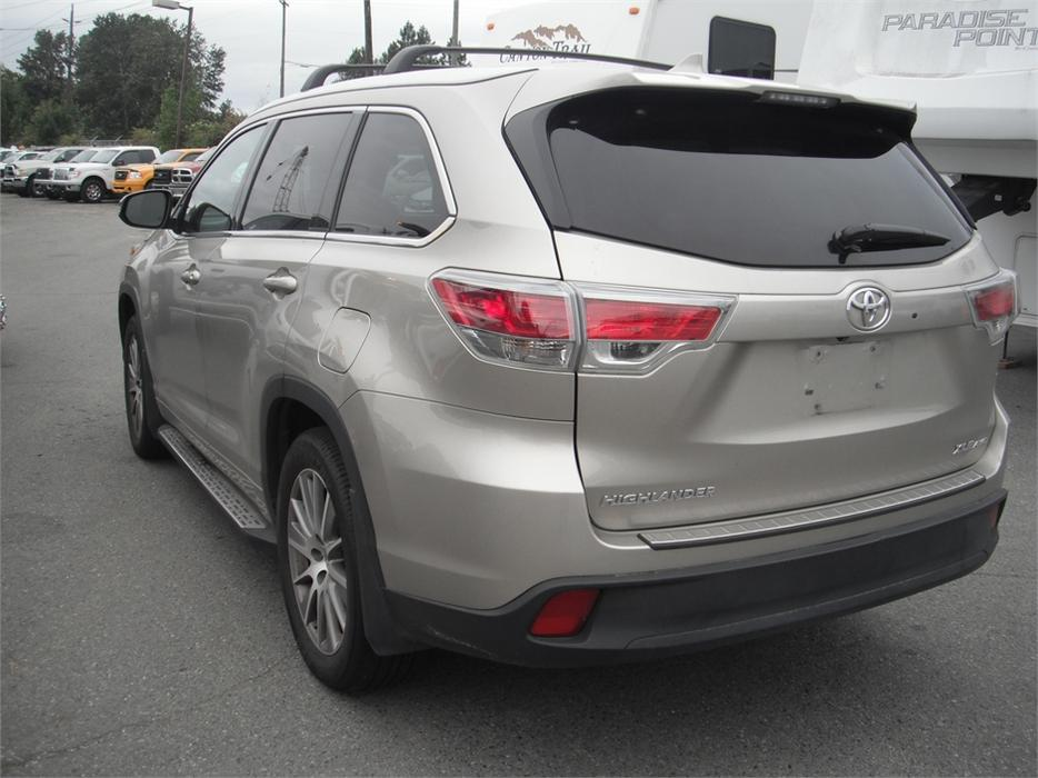 2015 toyota highlander xle 3rd row seating outside comox valley courtenay comox mobile. Black Bedroom Furniture Sets. Home Design Ideas