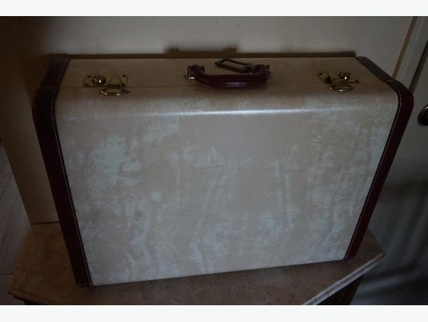 4U2C VINTAGE LARGE MCBRINE SUITCASE EXCELLENT CONDITION