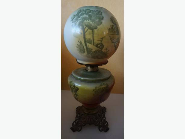 4U2C ANTIQUE GONE WITH THE WIND OIL LAMP WITH LANDSCAPE MOTIF